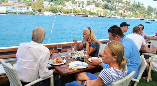 Lunch Cruise On The Bosphorus